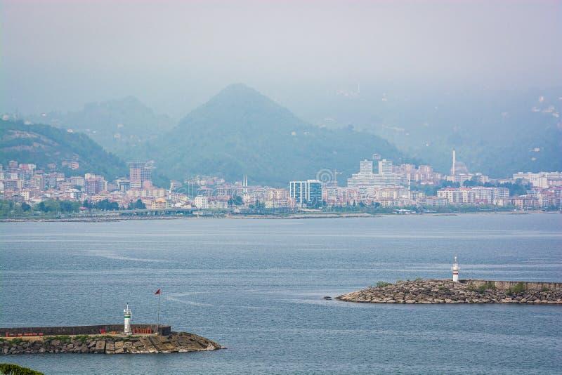 Zwei Leuchttürme in Schwarzem Meer in der Stadt Giresun, die Türkei stockbilder