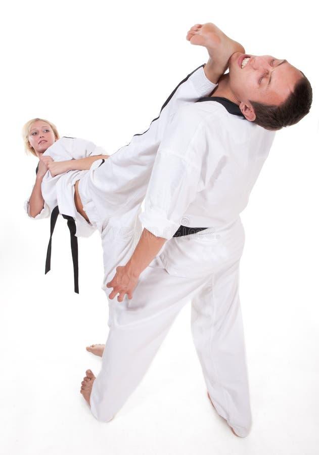 Zwei Leute im Kimonokampf auf Weiß lizenzfreie stockbilder