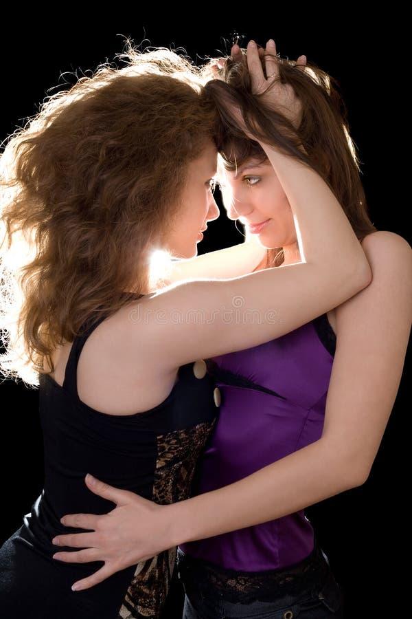 Zwei liebende reizvolle Freundinnen lizenzfreies stockbild