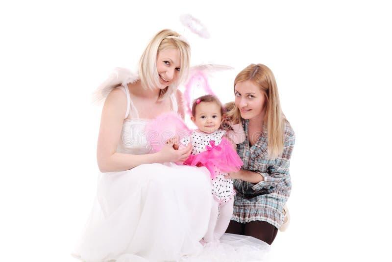 Zwei Mädchen mit einem Schätzchen lizenzfreies stockbild