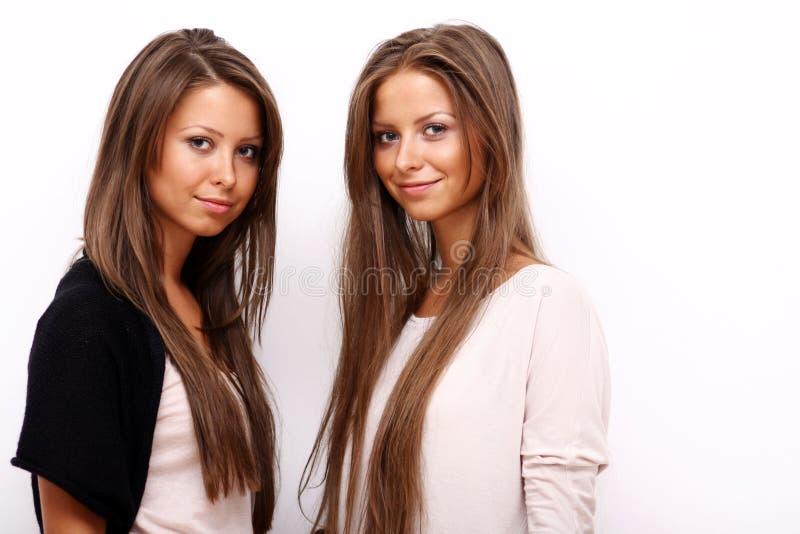 Zwei Mädchenzwillinge stockbilder