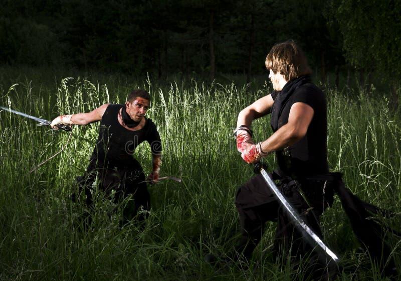 Zwei Männer kämpfen lizenzfreies stockbild