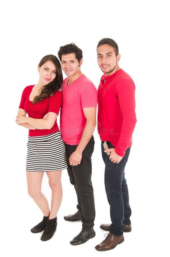 Zwei Männer und ein junges Mädchen kleideten in der roten Aufstellung an stockbilder