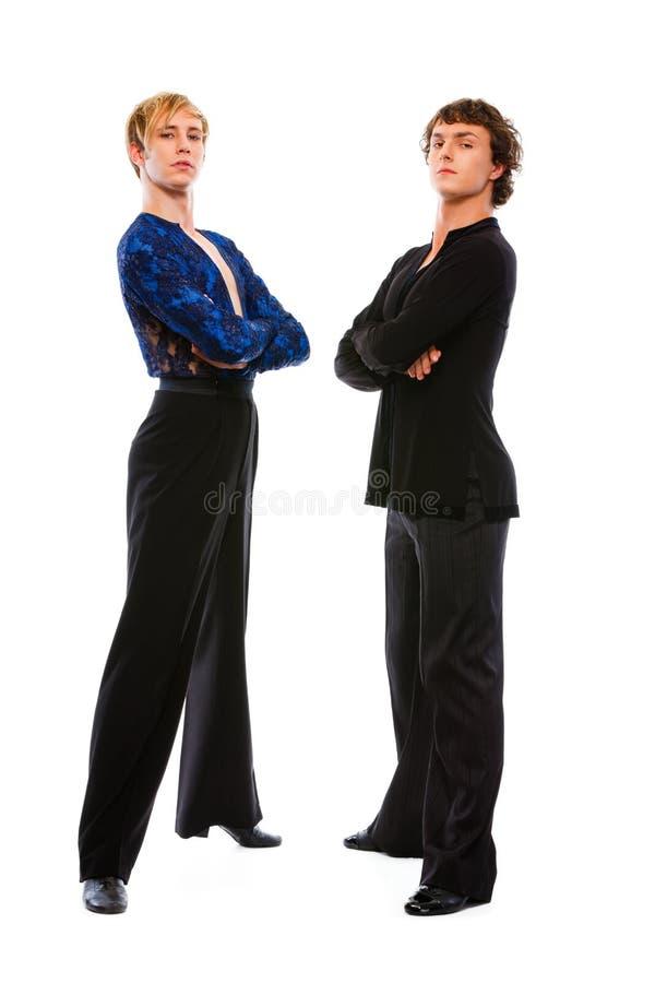Zwei männliche Tänzer des Ballsaals mit den gekreuzten Armen stockfoto