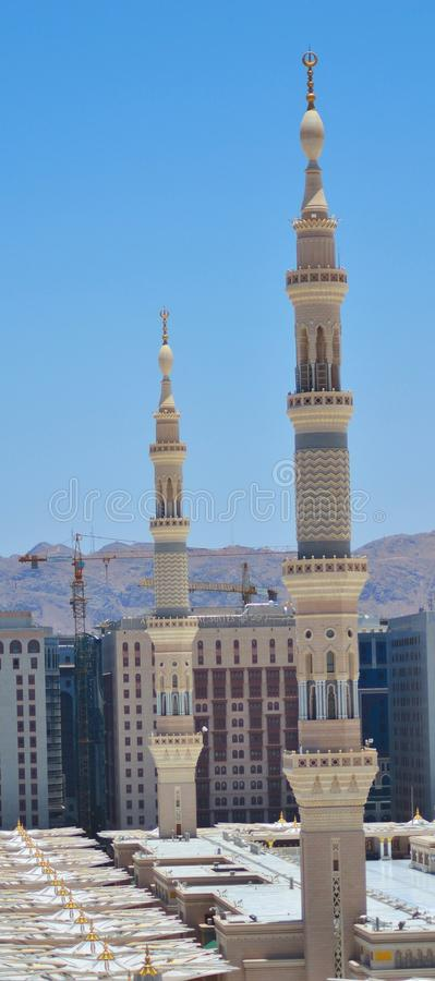 Zwei Minaretts in der Nabawi Moschee stockbild