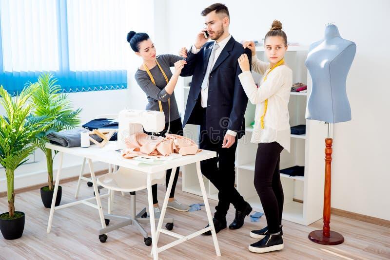 Zwei Modedesigner stockfoto