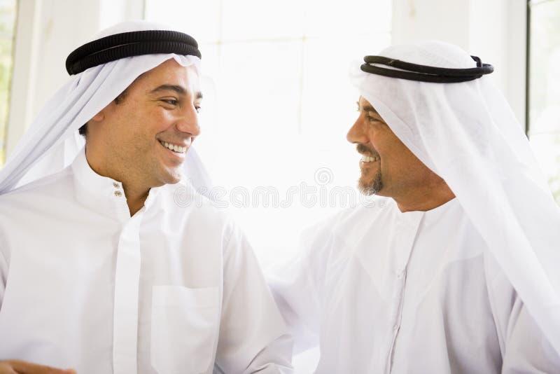 Zwei nahöstliche Männer stockfotografie