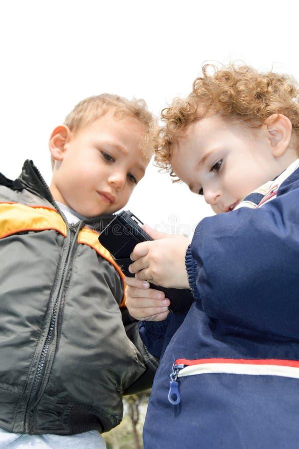 Zwei nette Kinder stockbilder