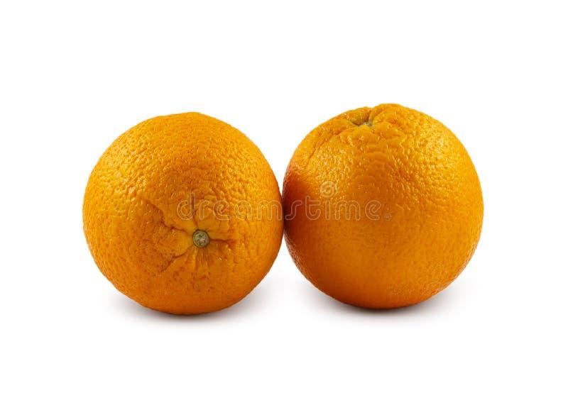 Zwei Orangen werden auf einem weißen Hintergrund lokalisiert stockfotos