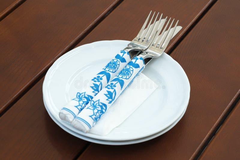 Zwei Paare Messer und Gabeln stockfoto