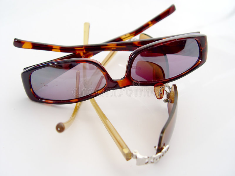 Zwei Paare Sonnenbrillen stockbild