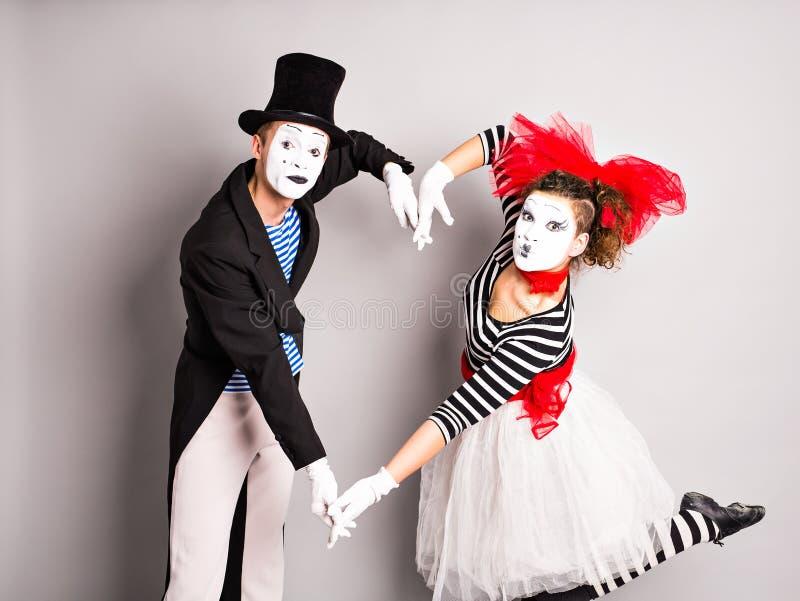 Zwei Pantomime, das Konzept des Valentinstags, der Tag des Aprilscherzes stockbilder