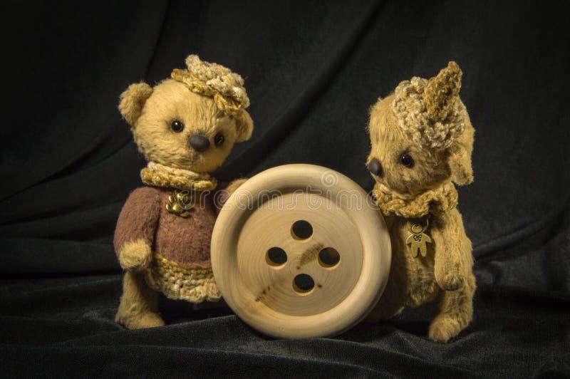 Zwei Puppen Bär lizenzfreie stockfotos
