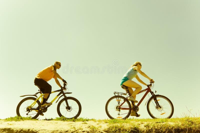 Zwei Radfahrer stockbilder