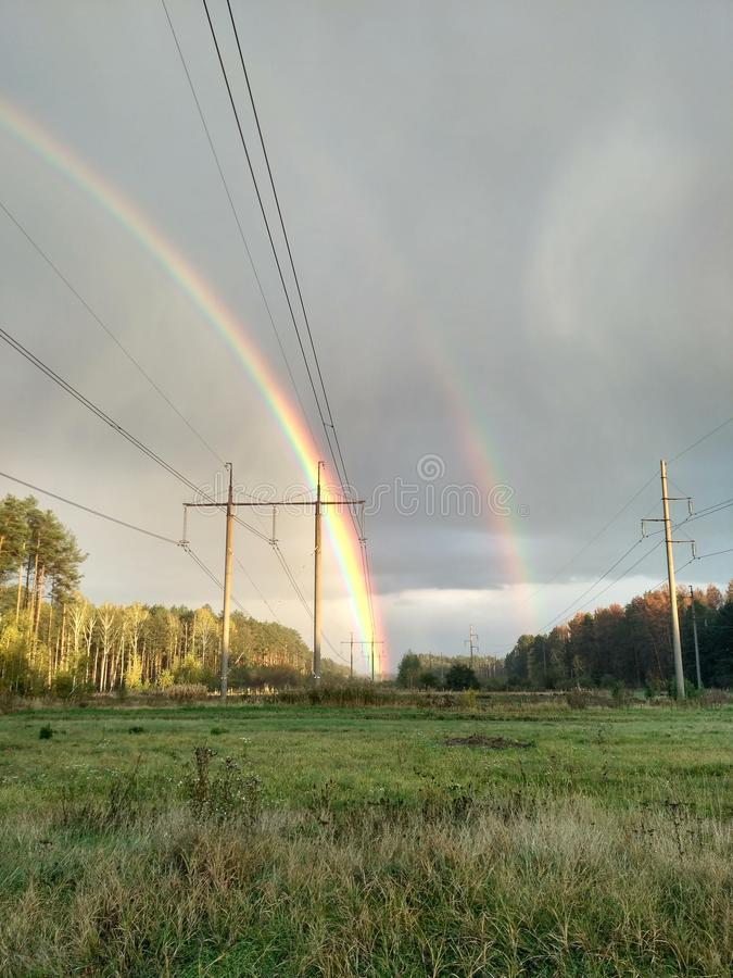 Zwei Regenbogen stockfotografie
