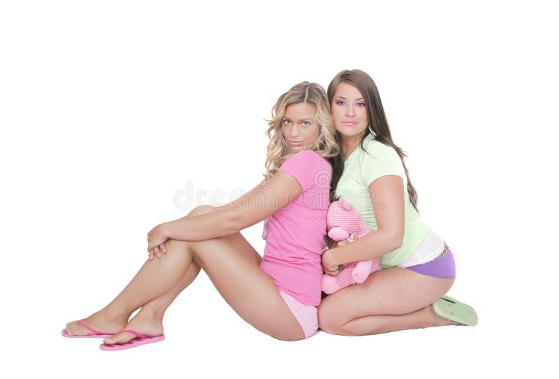 Zwei reizvolle Frauen stockfotos