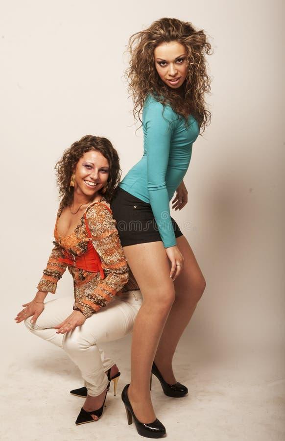 Zwei reizvolle junge Mädchen stockbilder