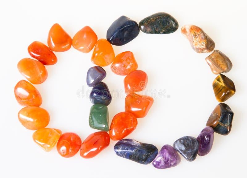 Zwei Ringe der halb kostbaren Steine. lizenzfreie stockfotografie