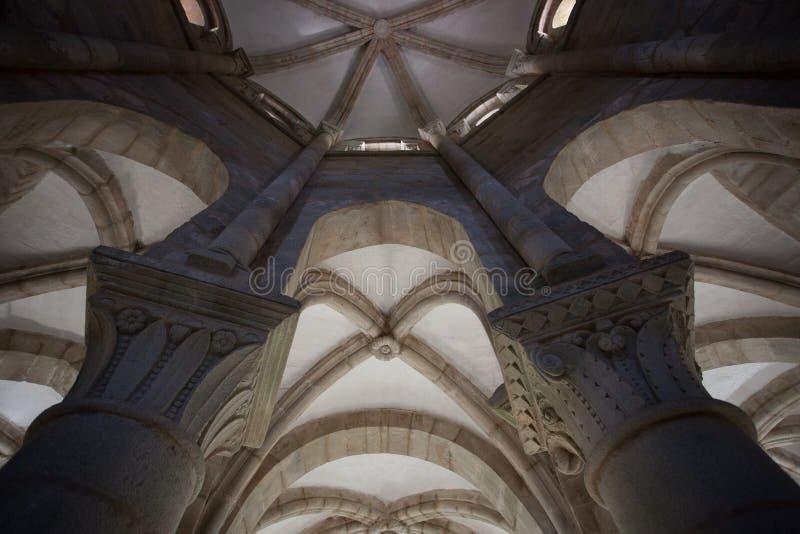 Zwei Romanesquehauptstädte stockfoto