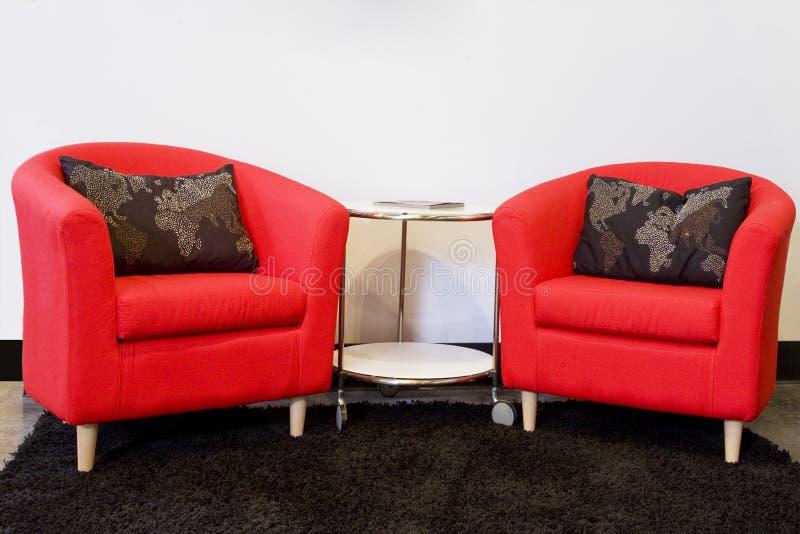 Zwei rote Stühle lizenzfreies stockfoto