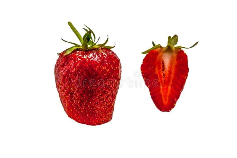 Zwei saftige Erdbeeren lokalisiert auf weißem Hintergrund lizenzfreies stockbild