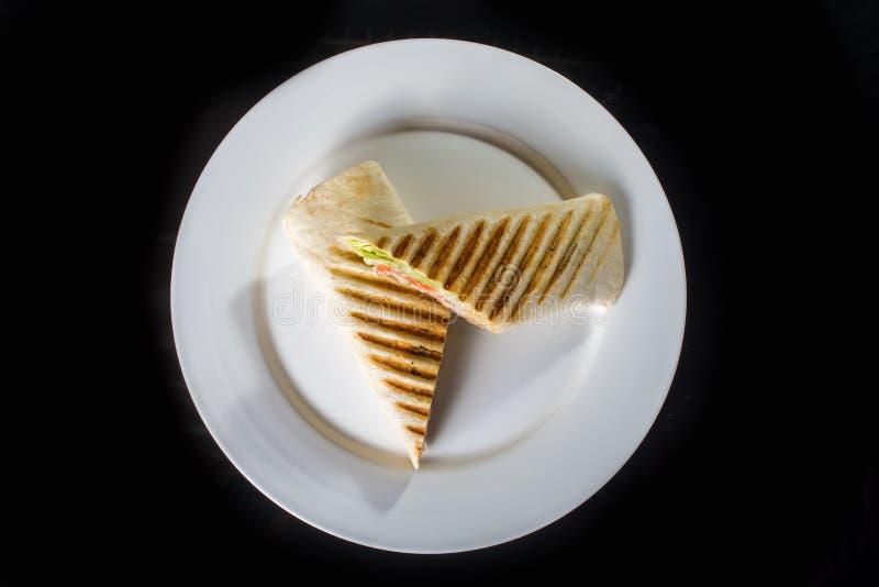 Zwei Sandwiche mit Gemüse und Fleisch stockfoto