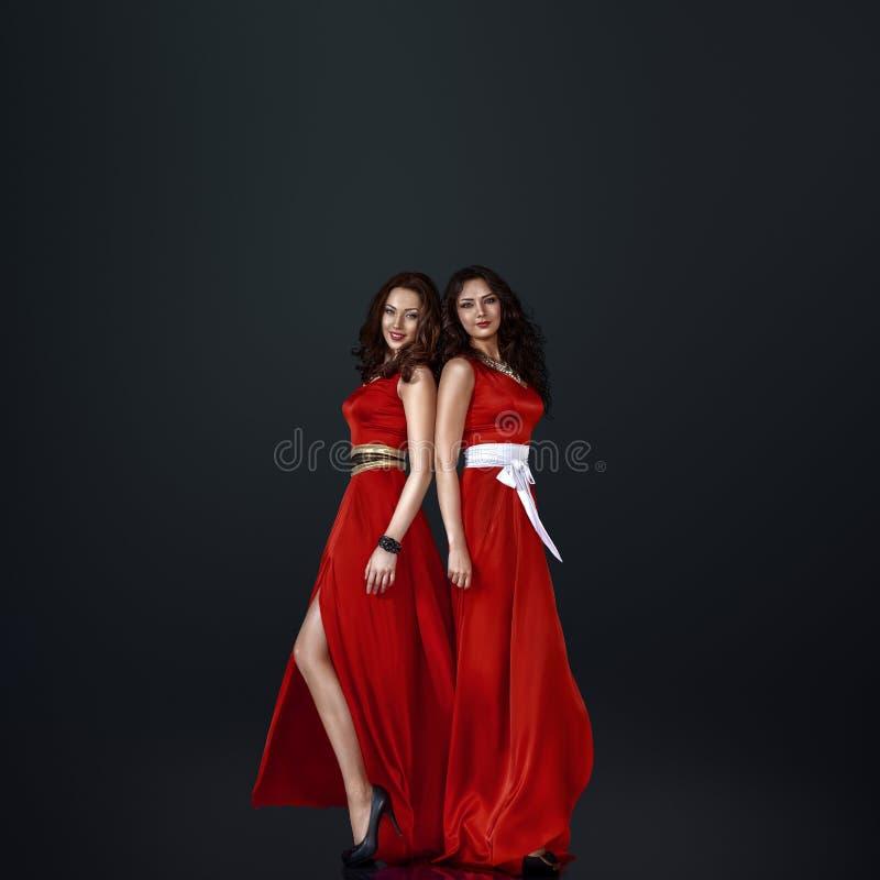 Zwei schöne Frauen stockfoto