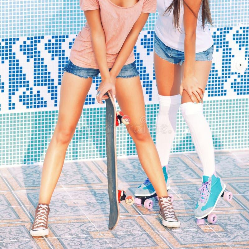 Zwei schöne junge Mädchen stockfotografie