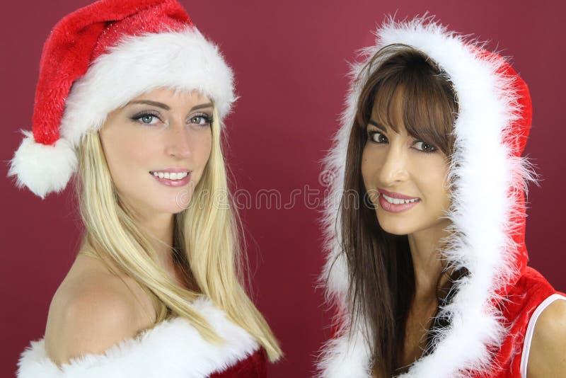Zwei Schönheiten, die einen Sankt-Hut tragen stockfoto