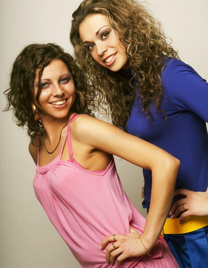 Zwei sexy junge Mädchen lizenzfreie stockbilder