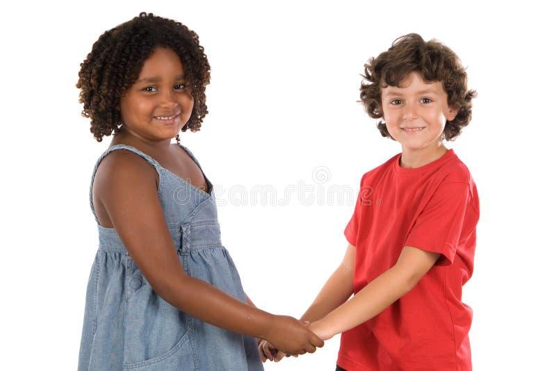 Zwei stattliche Kinder der verschiedenen Rennen lizenzfreies stockbild