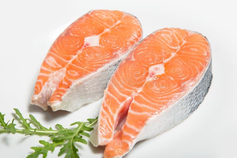 Zwei Steaks von frischen Lachsen lizenzfreies stockbild