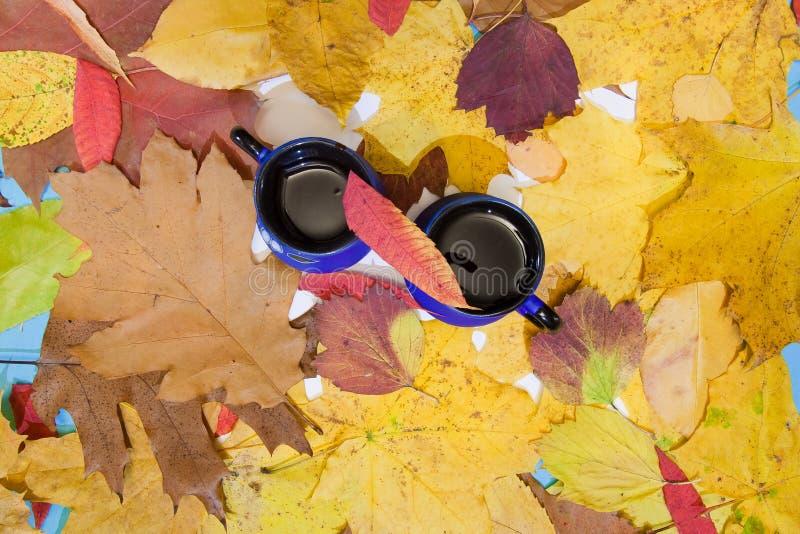 Zwei Tasse Kaffees - Konzept der Gemütlichkeit, angenehme Zeit, ein romantisches Datum stockfotografie