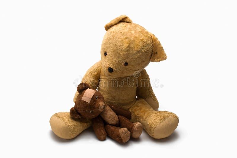 Zwei Teddybären mit haftendem Pflaster lizenzfreies stockbild