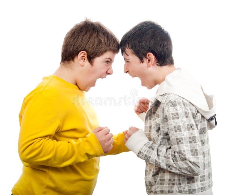 Zwei Teenager, die an einander schreien stockfoto