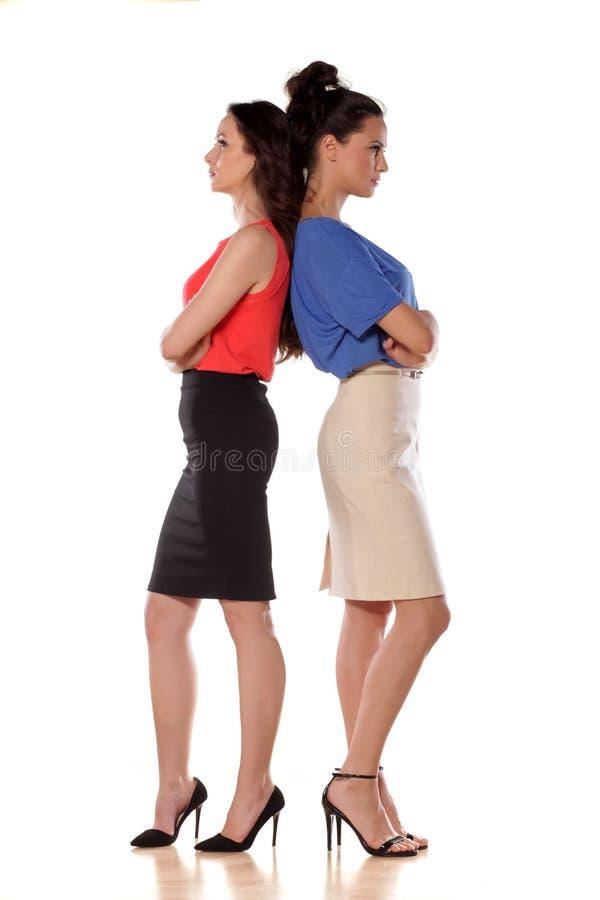 Zwei verärgerte Frauen lizenzfreie stockbilder