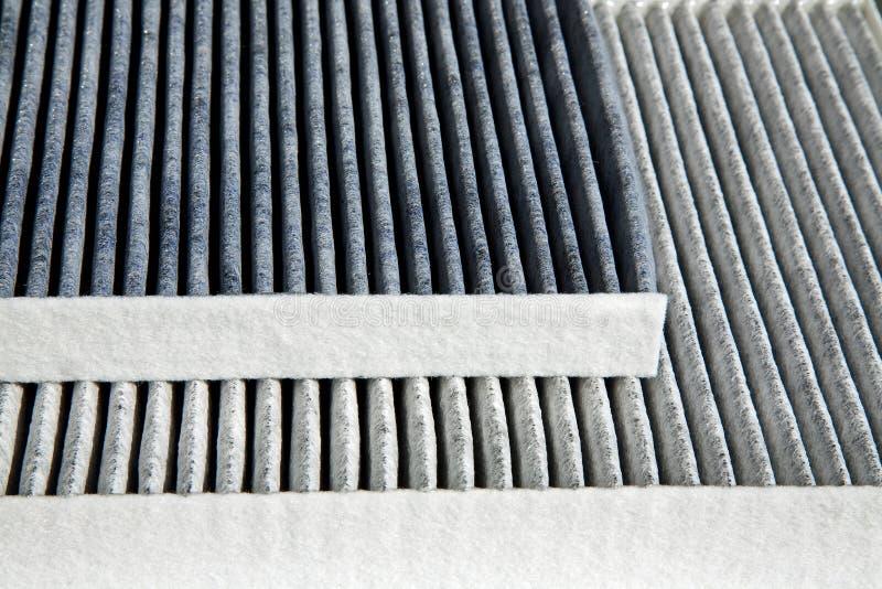 Zwei verschiedene Autokabinefilter stockbild
