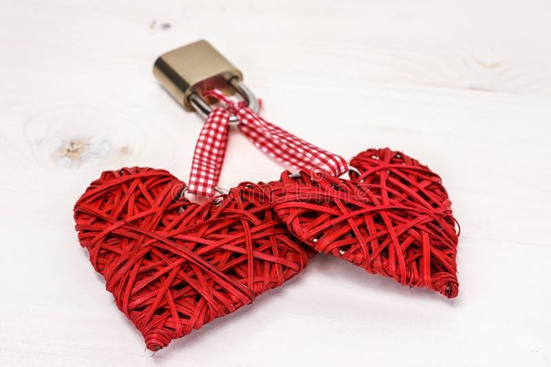 Zwei verschlossene Herzen lizenzfreies stockbild