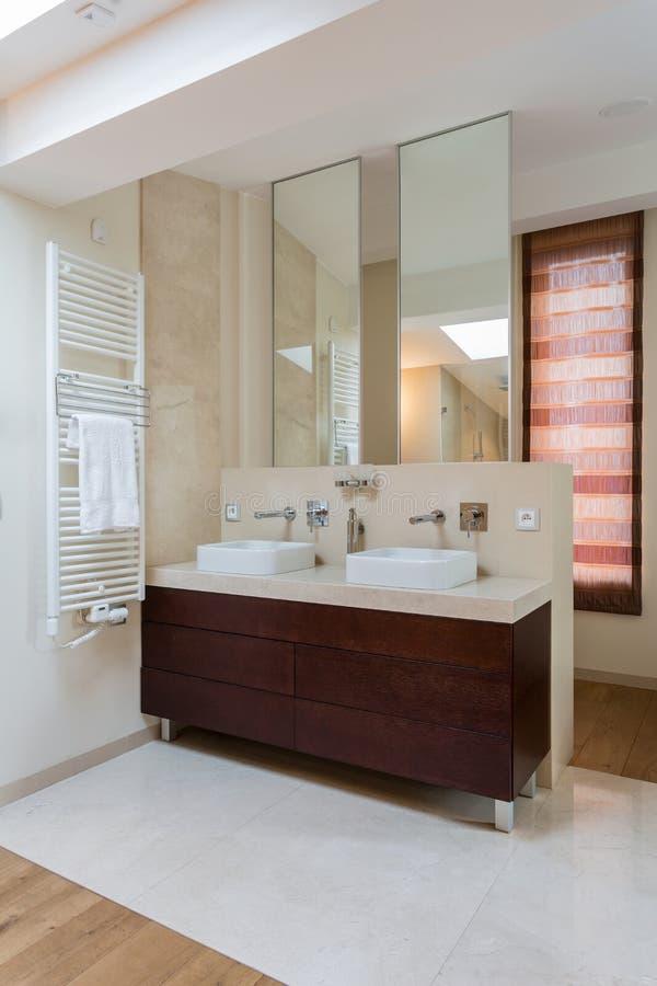 Zwei waschbecken im badezimmer stockfoto bild von gesundheitlich haupt 47430274 - Badezimmer zwei waschbecken ...