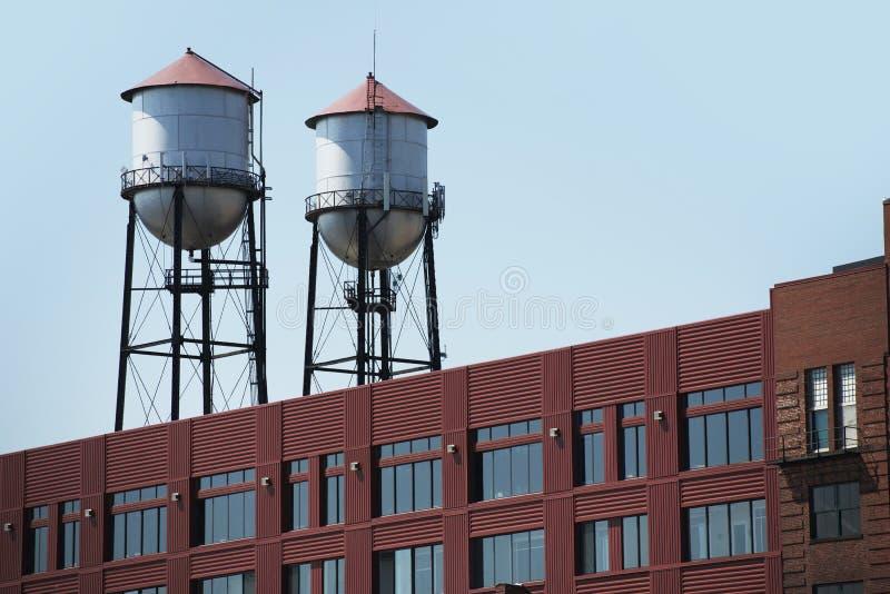 Zwei Wassertürme lizenzfreie stockfotografie