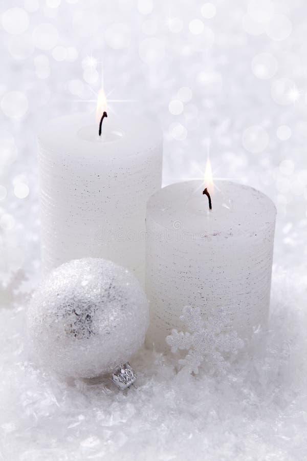 Zwei weiße Kerzen stockfotos