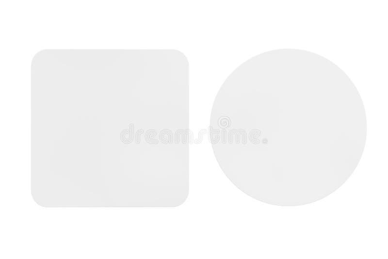 Zwei weiße leere Bier-Küstenmotorschiffe Wiedergabe 3d stock abbildung