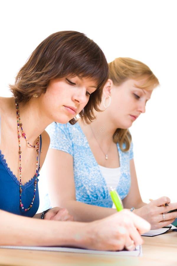 Zwei weibliche Kursteilnehmer lizenzfreies stockfoto