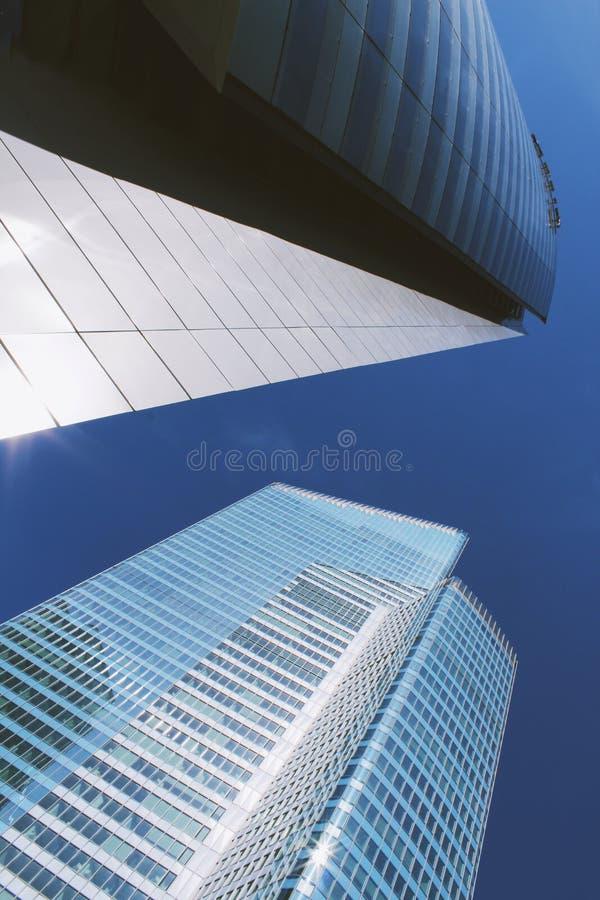 Zwei Wolkenkratzer stockbilder
