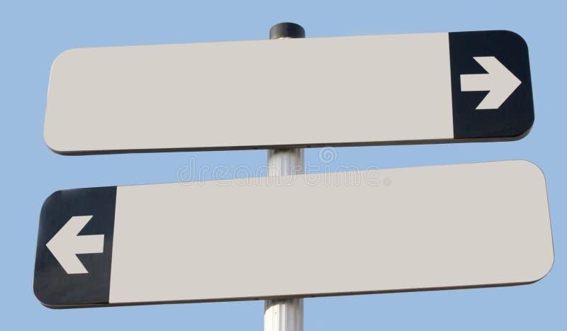 Zwei Zeichen zeigend in entgegengesetzte Richtung mit Kopienraum und blau stockbild