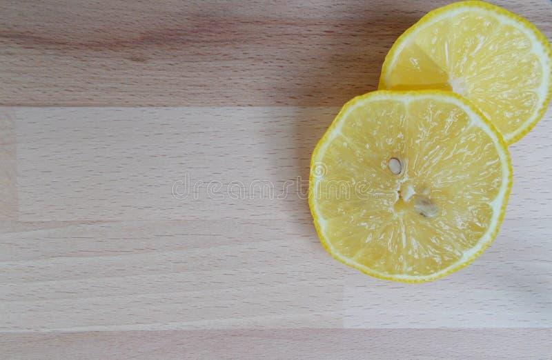 Zwei Zitrone-Scheiben stockfotografie