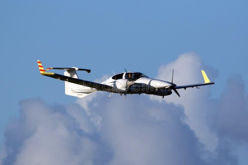 Zweimotoriger Diamant DA-42 lizenzfreies stockfoto