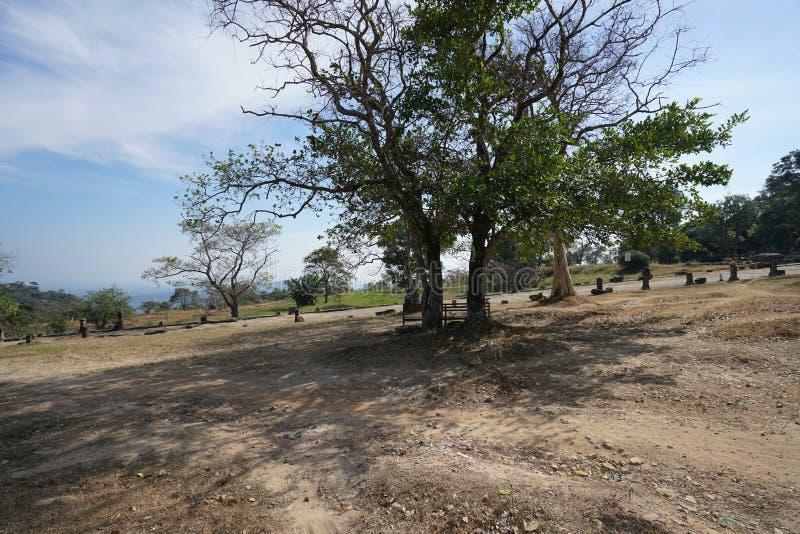 Zweite von Pfeilern gestützt Damm von Preah- Viheartempel angesehen von sideway, Kambodscha lizenzfreie stockfotografie