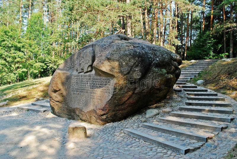 Zweitgrösster Felsen in Anyksciai-Bezirk von Litauen Puntukas lizenzfreies stockfoto