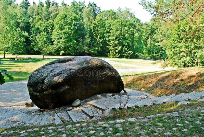 Zweitgrösster Felsen in Anyksciai-Bezirk von Litauen Puntukas lizenzfreie stockfotos
